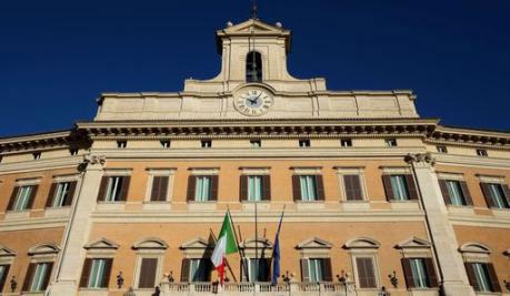 Editoriale c 39 un 39 italia che se ne frega di noi eccola for Notizie parlamento italiano